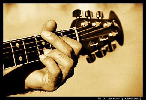 http://hulubei.net/tudor/photography/P/l/Playing-Guitar/Playing-Guitar-27.html