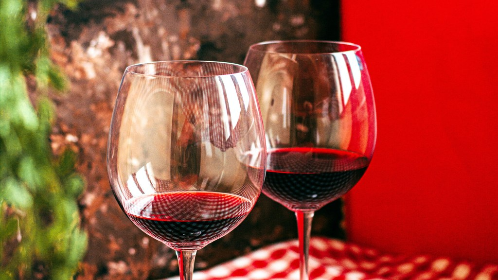 how to drink red wine without staining your lips