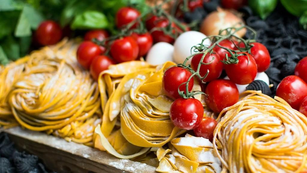 why are Italian restaurants closed on Mondays