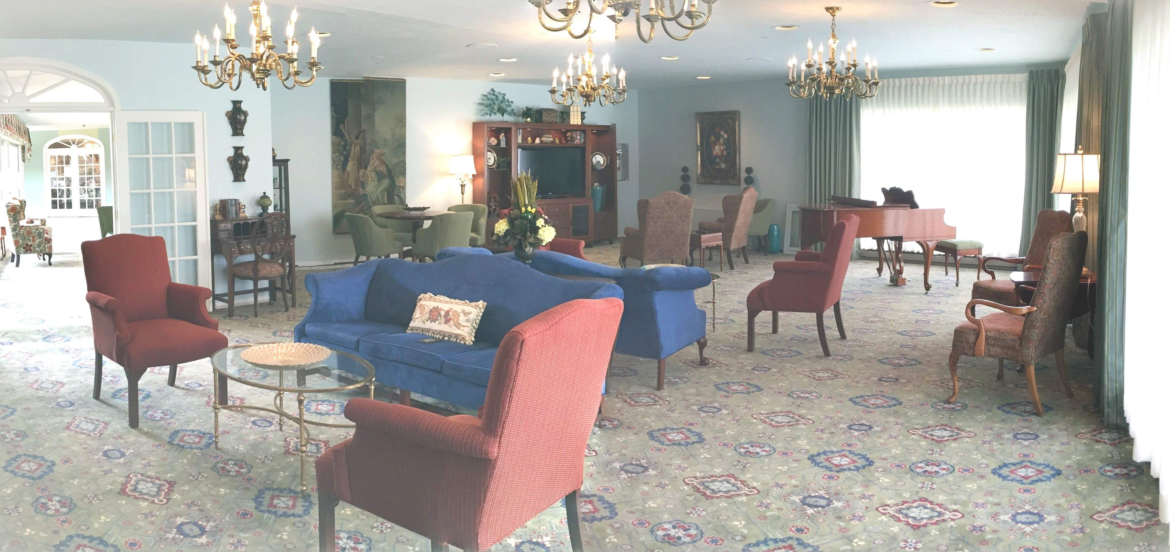 Panoramic View Of Wesley Manor Living Room