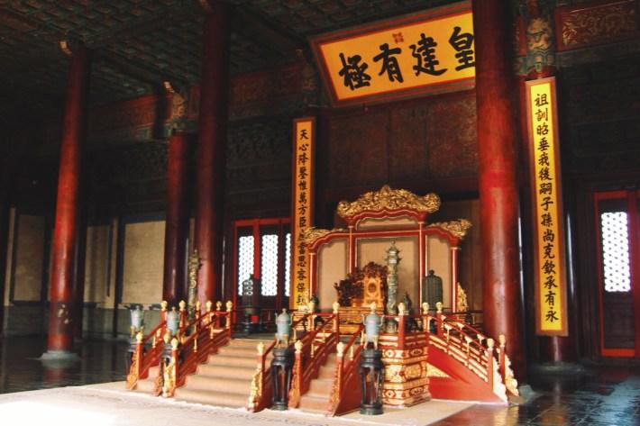 oprócz budynków, możecie zobaczyć salę tronową i tron cesarski