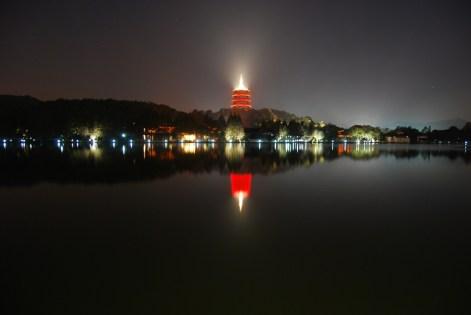 jezioro Zachodnie nocą