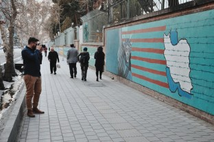 mury byłej ambasady USA w Teheranie | zdjęcie Magdalena Garbacz-Wesołowska