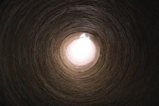 wnętrze ogromnej wieży lodu w Abarkuh