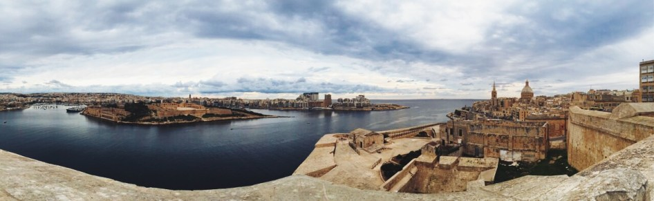 Panorama - po lewej Sliema, po prawej Valletta