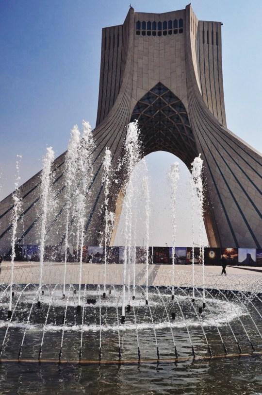wieża Azadi, Teheran   zdjęcie Magdalena Garbacz-Wesołowska