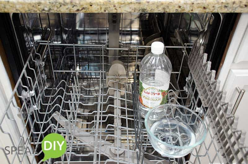 Washing dishwater with vinegar