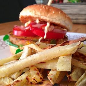 vegaburger-met-zoete-frieten5