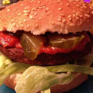 vega-burger-met-country-ketchup2
