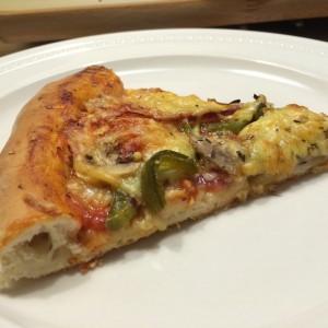 huisgemaakt-pizza-met-kaaskorst-15