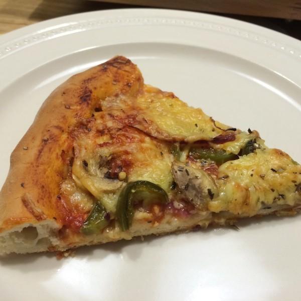 huisgemaakt-pizza-met-kaaskorst-9