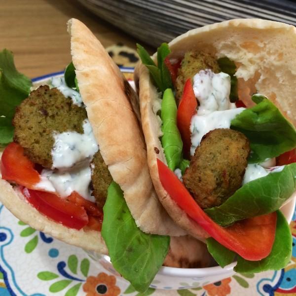 pita falafel (yoghurt muntsaus)44