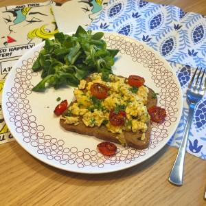 toast-met-tomaat-roerei1