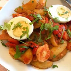 aardappel met prei, tomaat en ei