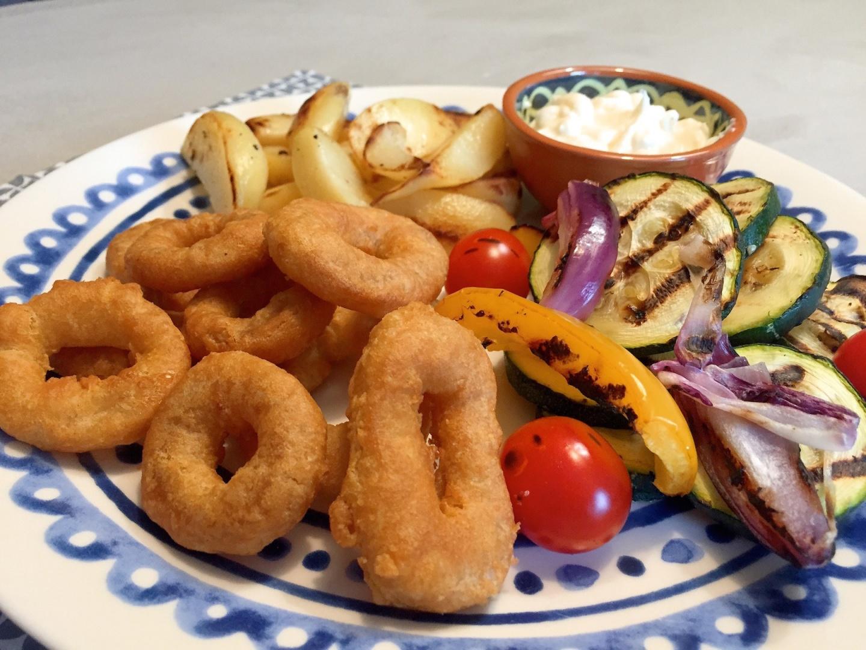 Calamaris met gegrilde groenten en aardappel