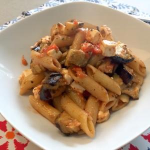 Voorbeeld van pasta met geroosterde aubergines