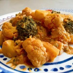 Aardappel groente curry met broccoli