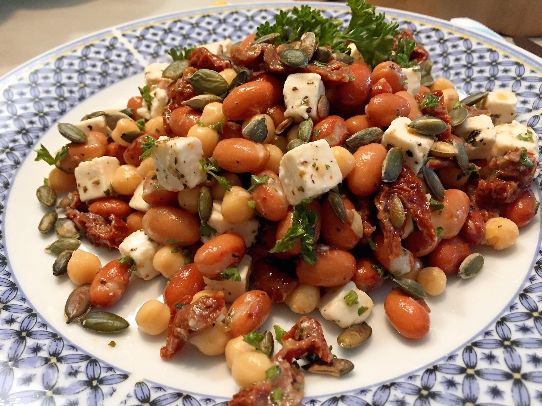 Vegetarische kikkererwtensalade met feta