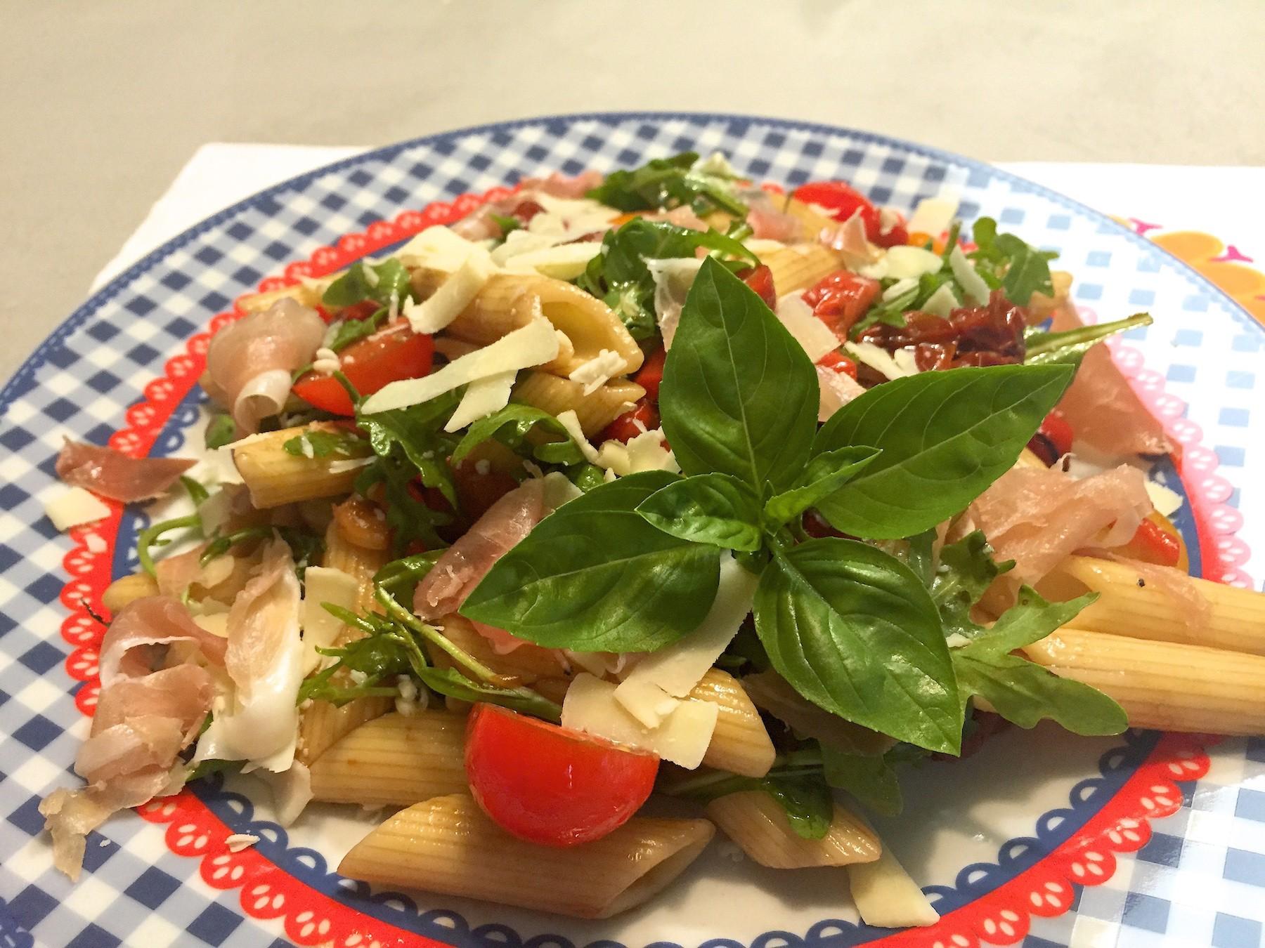 eindresultaat pastasalade met serranoham