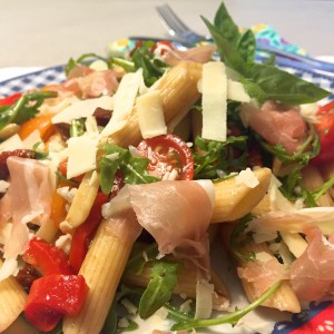 pastasalade met serranoham en balsamicoazijn