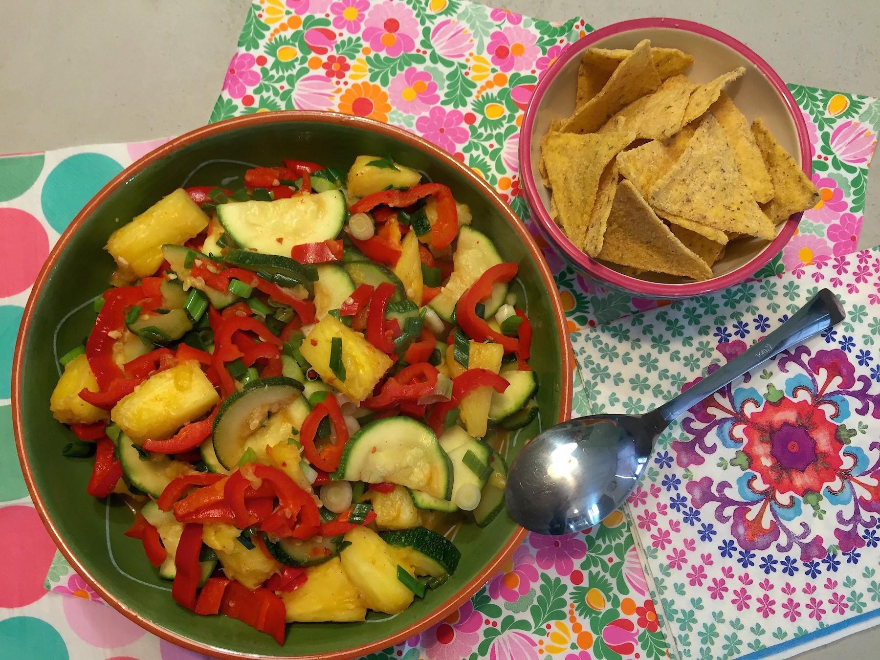 Ananassalade met tortilla chips