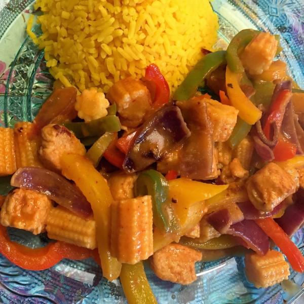 gele rijst thaise curry mais