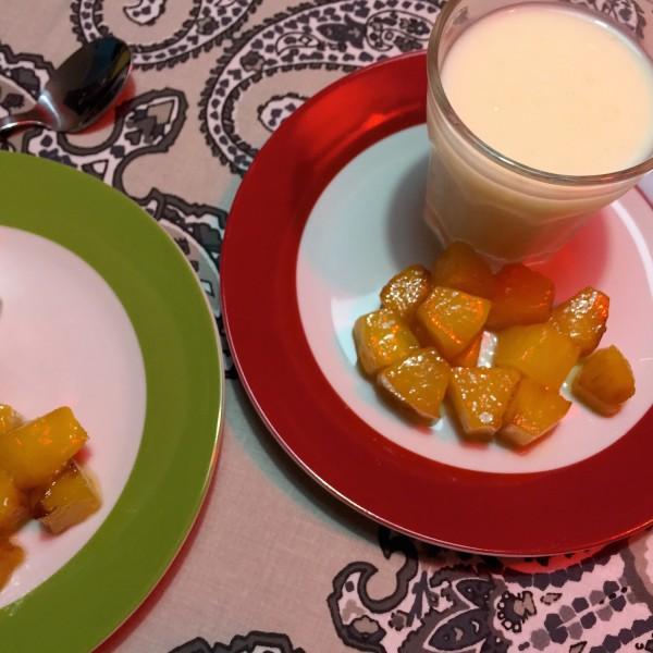 rijst dessert met gebakken ananas