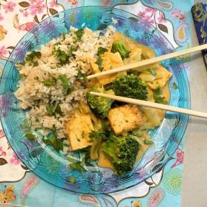 Overheerlijke tofucurry met korianderrijst