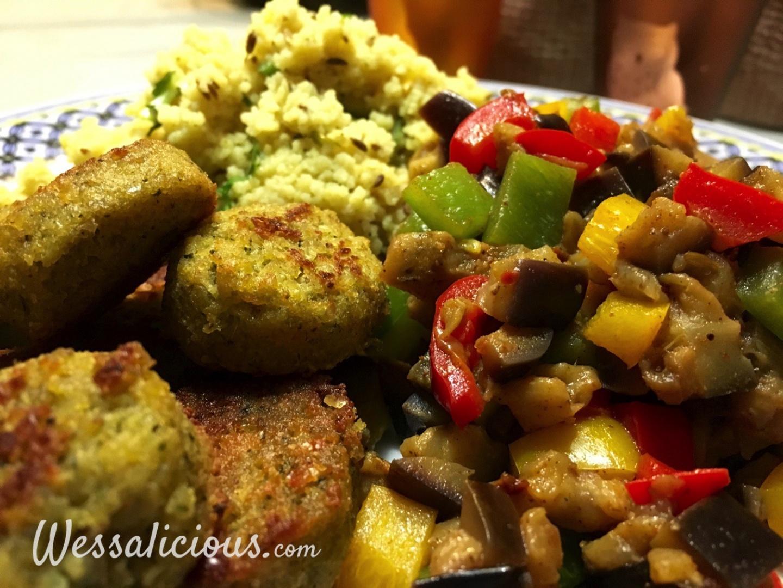 Koriander-komijn couscous met falafel en aubergine