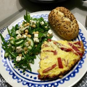 voorbeeld kikkererwtensalade met Paprika-omelet