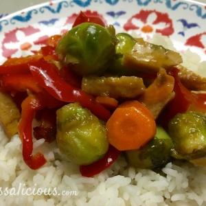 Teriyaki spruitjes met rijst, winterpeen en paprika