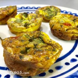 Gezonde hartige muffins van ei en kaas