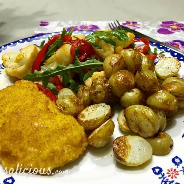 Eindresultaat van het lekkere recept: Ovenkrieltjes met paprika-bloemkoolsalade