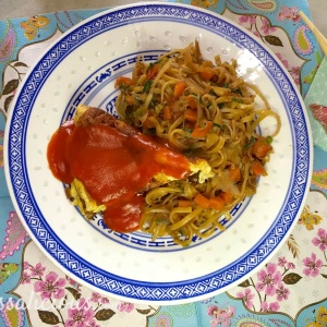 Chinese mie met omelet
