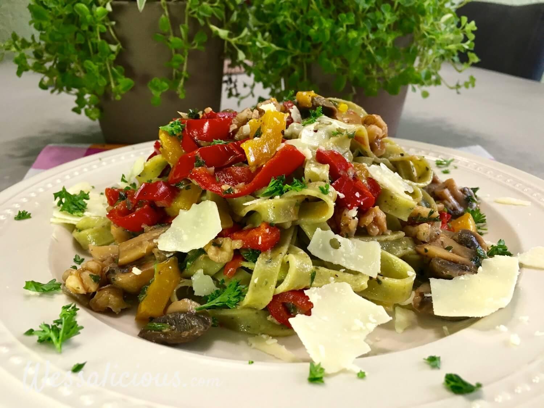 Tagliatelle met champignons, parmezaanse kaas en walnoot