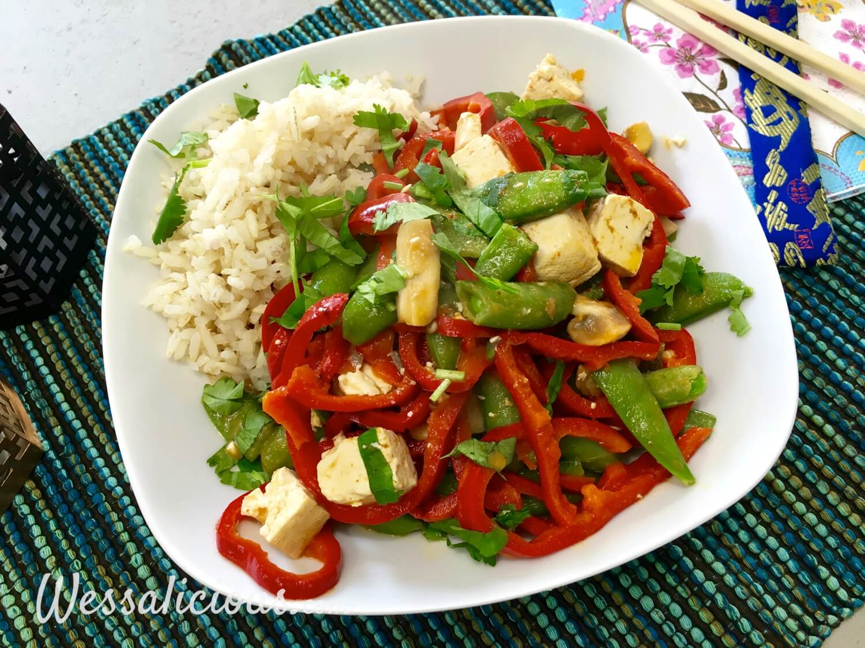 Lekkere Thaise curry met zilvervliesrijst met sugar snaps