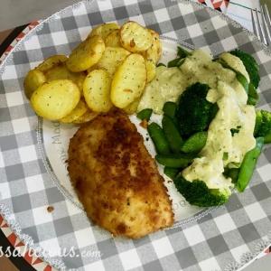 Aardappelschijfjes met broccoli en pestosaus