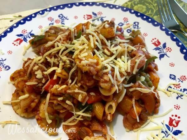 Italiaanse roerbak-pasta met kaas