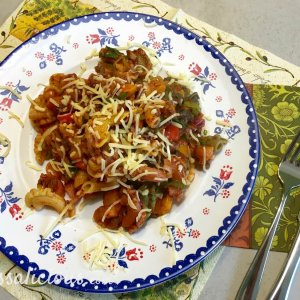 lekkere Italiaanse roerbak-pasta met gehakt