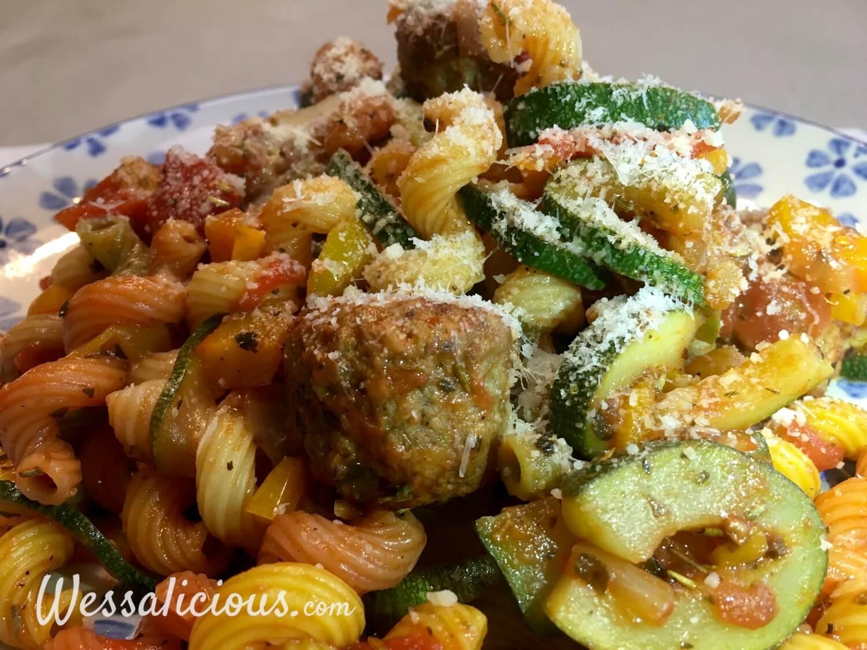 Kruidige pasta met courgette parmezaansekaas
