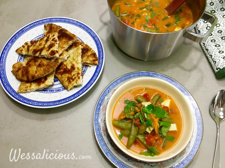naan met Lekkere Romige Thaise tofusoep