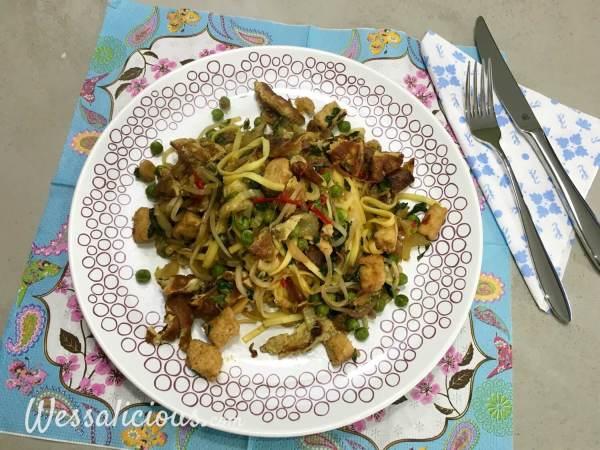 Indonesische Bami van pasta met paksoi
