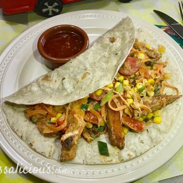 Wraps met vegetarische schnitzel en chilisaus