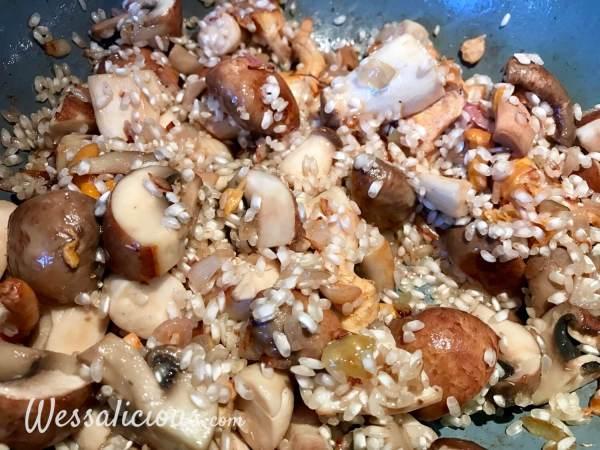 Paddenstoelen-risotto voorbereiding