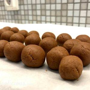 Voorbereiding kruidnoten truffels
