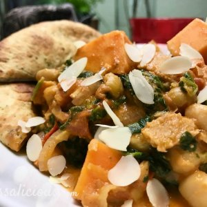 Indiase curry met zoete aardappel en amandelschaafsel