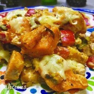 Zoete aardappelschotel met vegetarische roerbakreepjes