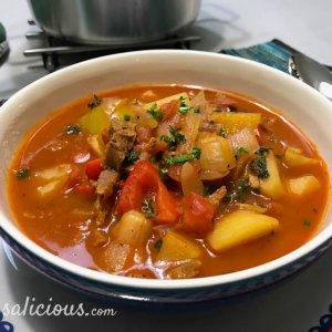 Vegetarische Goulashsoep van paprika en aardappel