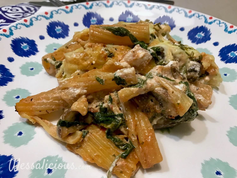 Rigatoni met paddenstoelen en spinazie