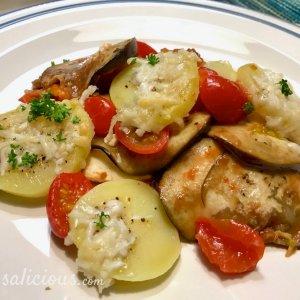 Vegetarische Aubergineschotel uit te oven